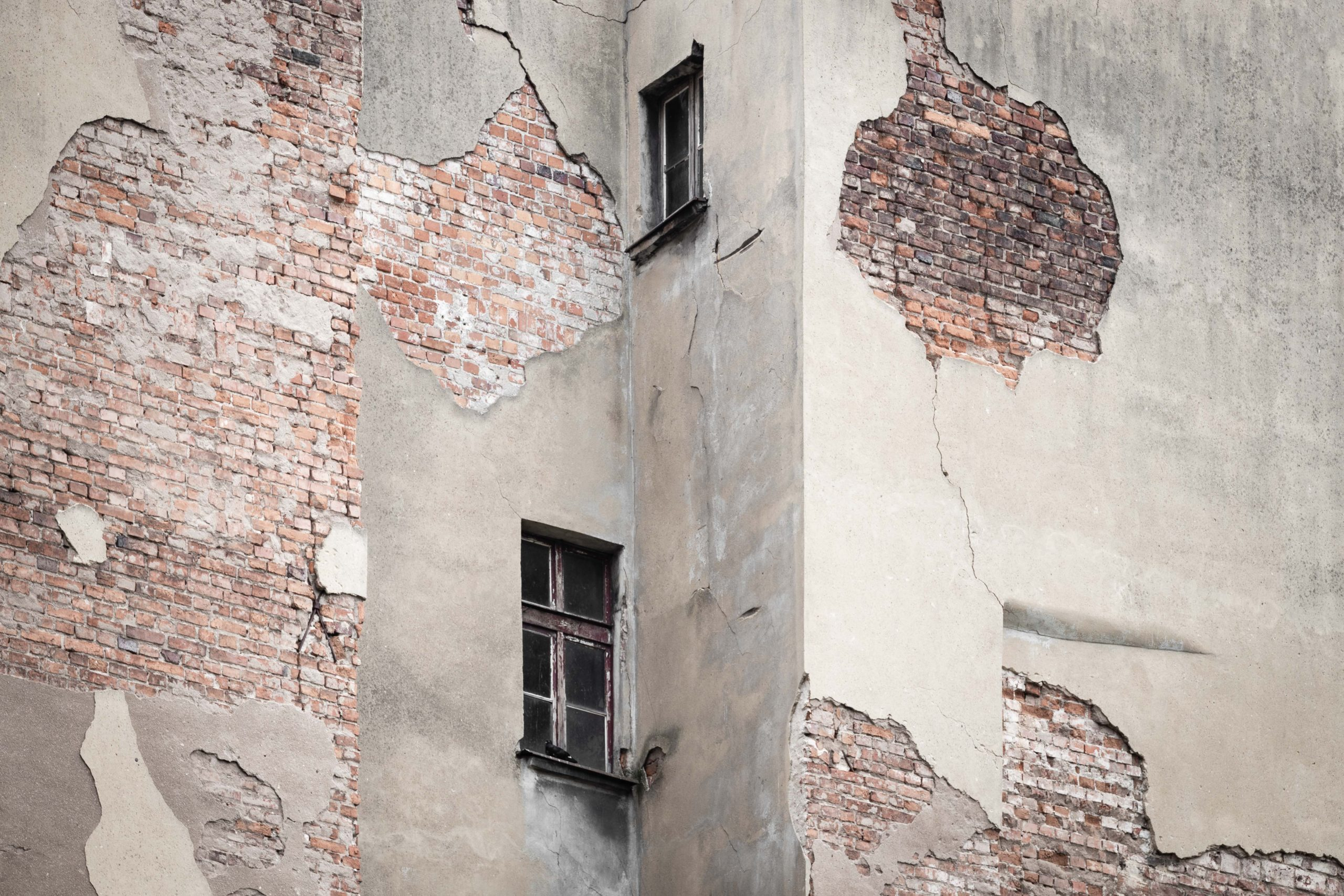 Kaputte Außenwand von einem Haus