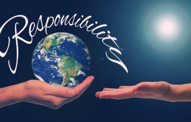 Hand hält die Erde Resposibility
