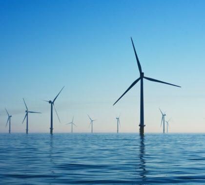 Offshore Windpark im Morgengrauen