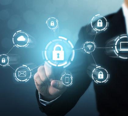 Schutz Netzwerksicherheit Computer und sicher Ihre Daten Konzept. Digitale Kriminalität durch einen anonymen Hacker