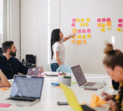 Team am Brainstorming während eines Meetings
