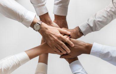 Team tut Hände zusammen